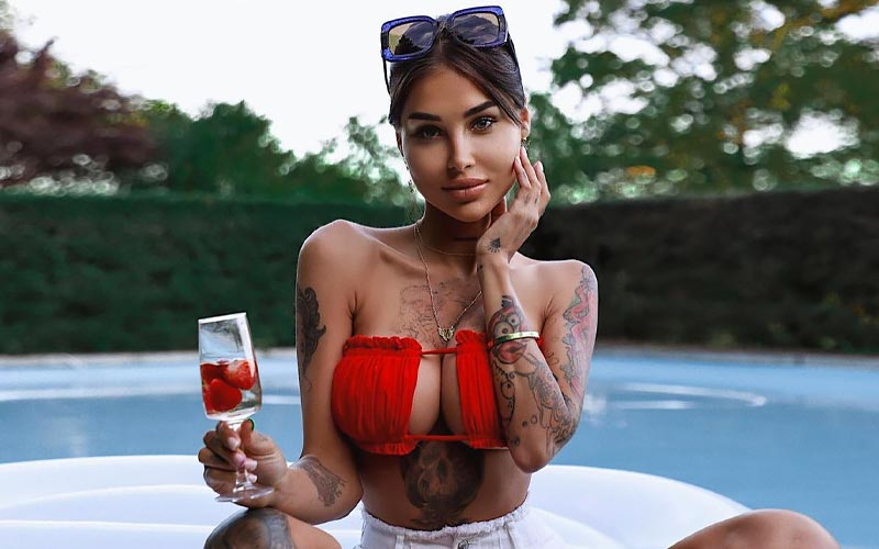 beautiful romanian bride with cocktail